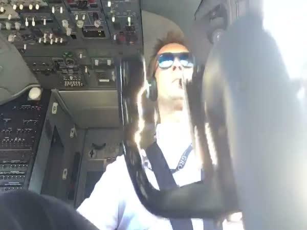 A Pilot Video Shows Landing A 737 In Dangerous Crosswinds