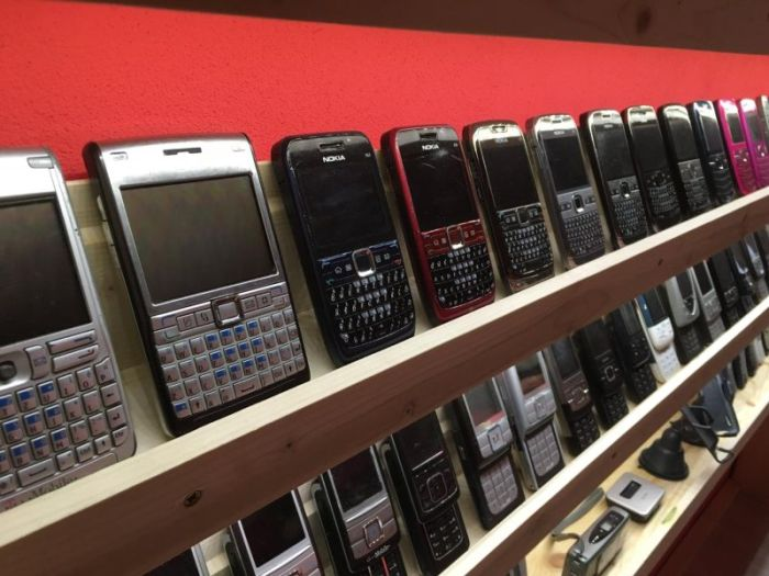 This Might Be The World's Biggest Collection Of Mobile Phones (14 pics)
