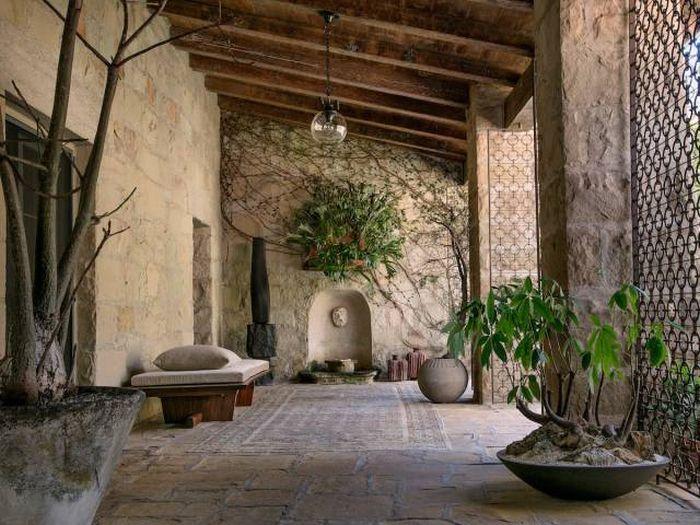 Ellen DeGeneres Put Her Gorgeous Mansion On The Market (19 pics)