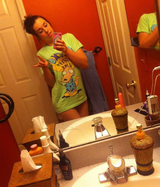 This Is Why Girls Need To Check Their Room Before Taking Selfies (18 pics)