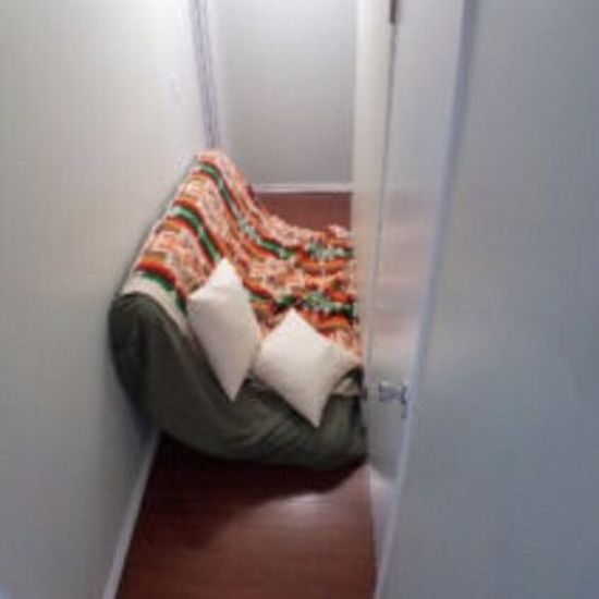 Weird Apartment Listing Uses Double Bed For Scale (4 pics)