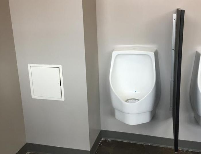 This Secret Toilet Is Only For The Staff (3 pics)