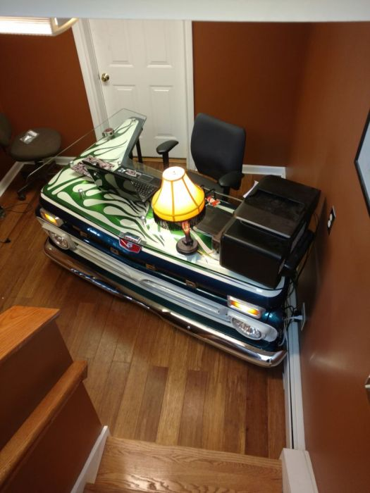 Old Pickup Truck Gets Turned Into A Cool Office Desk (16 pics)