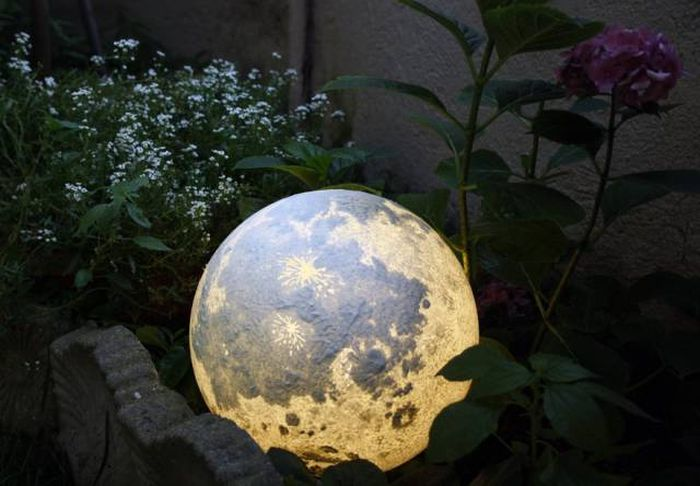 These Lamps Allow You To Have A Planet At Home (11 pics)