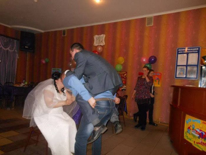 A Collection Of Wedding Photos That Should Probably Be Destroyed (47 pics)