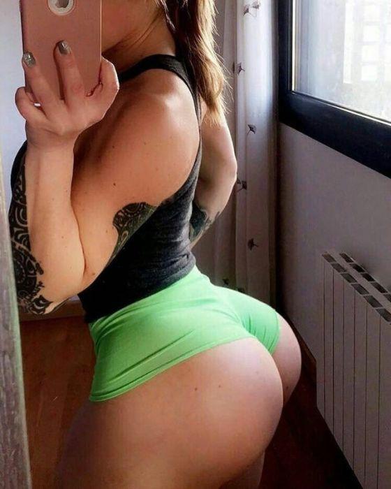 Beautiful Girls With A Big Backside (34 pics)