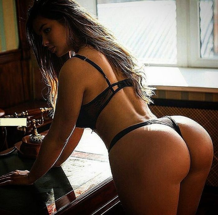Beautiful Girls With A Big Backside (34 pics)