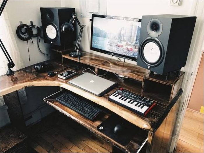 Now This Is What A Proper Workspace Looks Like (26 pics)