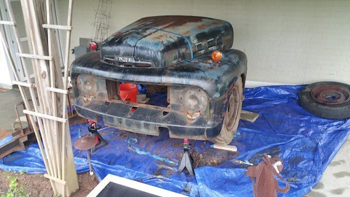 Guy Turns A Ford F-3 Truck Into An Awesome Bar (27 pics)