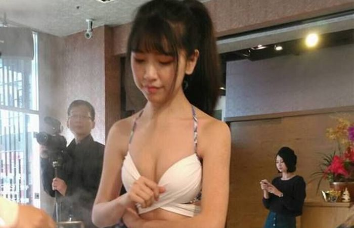 Women Serve Food In Bikinis At This Chinese Restaurant (9 pics)