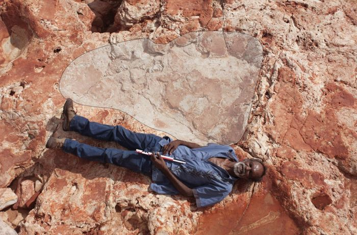 World's Largest Dinosaur Footprint Uncovered In Australia (4 pics)