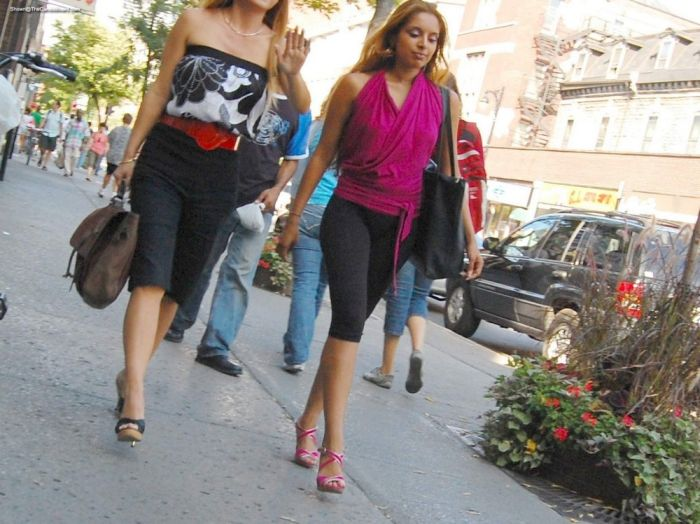 Good Looking Girls Walking In The Streets (40 pics)