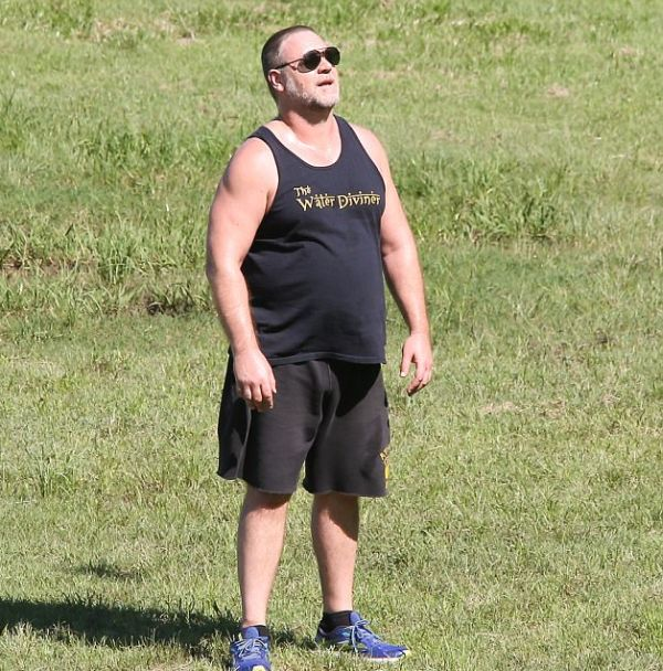 Russell Crowe Shows Off His New Crew Cut (6 pics)