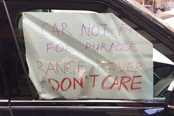 Range Rover Owner Damages His Car And Leaves It Outside The Dealership (4 pics)