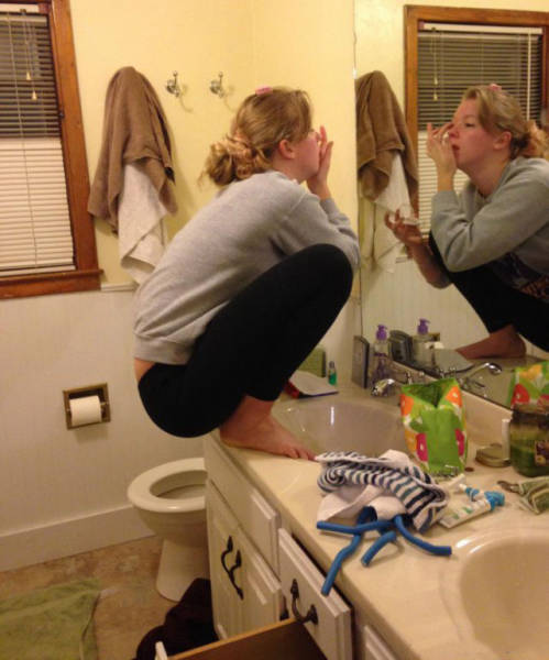 There's Something Very Wrong With These Photos (42 pics)