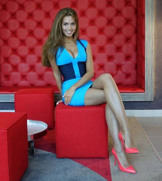 Skin Tight Dresses Are An Incredible Invention (62 pics)