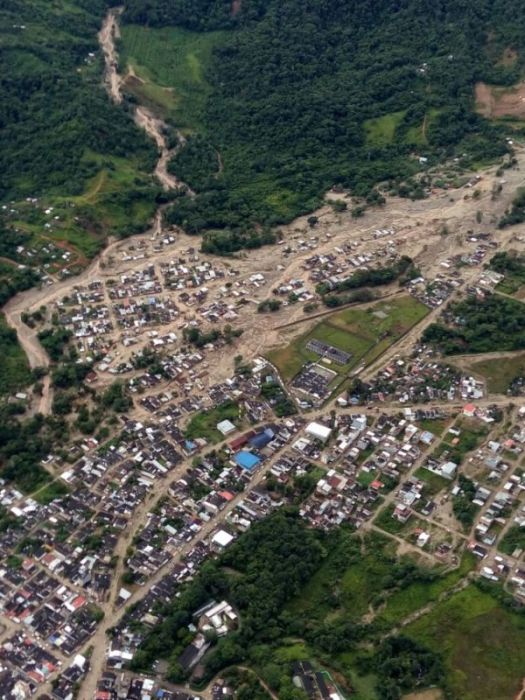 Mudslide Claims The Lives Of 254 People In Colombia (16 pics)