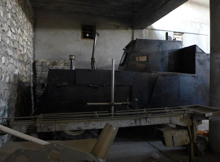 ISIS Car Bomb Factory Discovered In Mosul (11 pics)