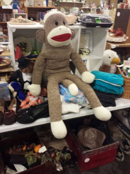 There's Something Seriously Wrong With These Thrift Shops (32 pics)