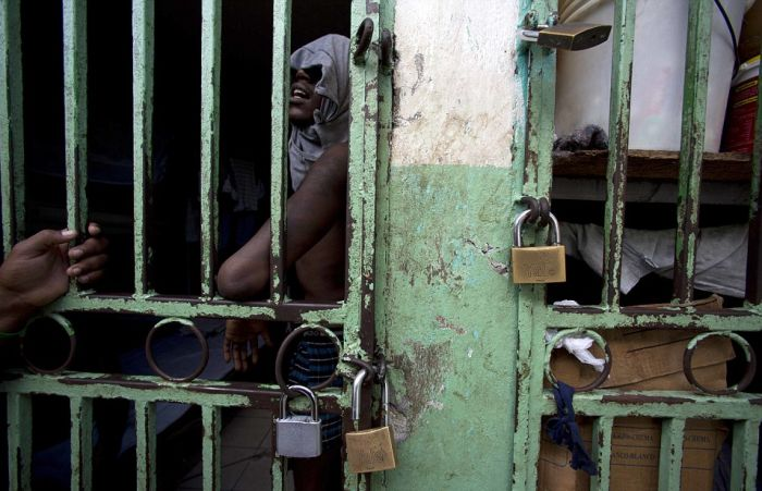 A Look Inside One Of The Most Overcrowded Prisons In The World (23 pics)