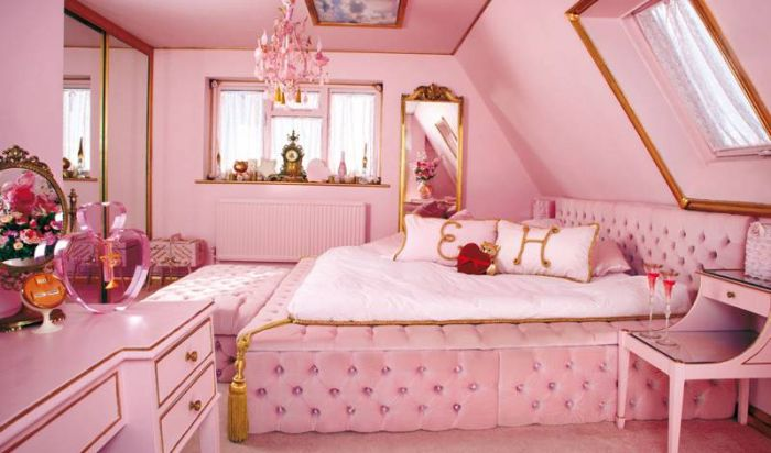 This Home Is Perfect For Anyone Who Loves The Color Pink (9 pics)