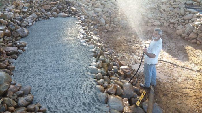 Man Creates His Very Own DIY Pond (38 pics)