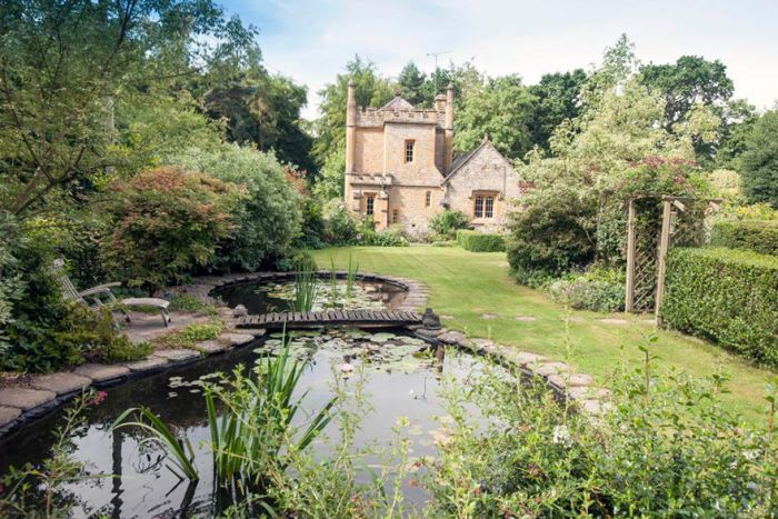England's Smallest Castle Is Now On The Market (12 pics)