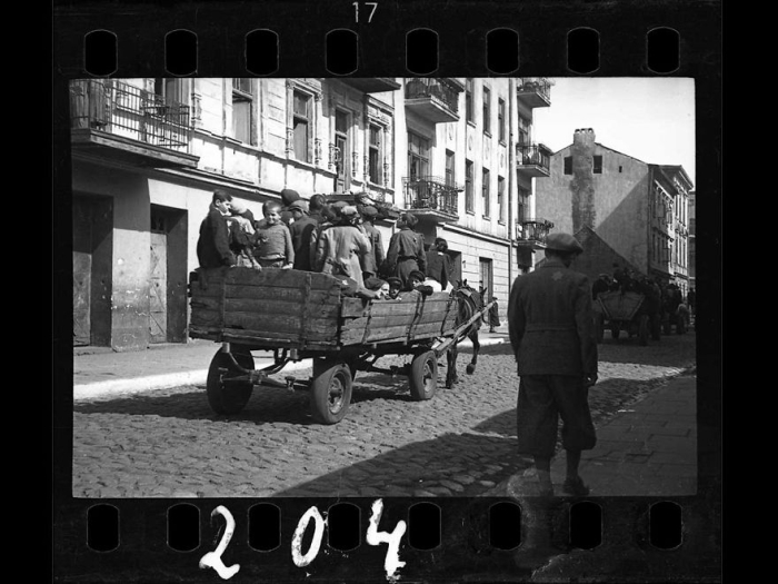 A Jewish Photographer Buried These Historical Photos (45 pics)