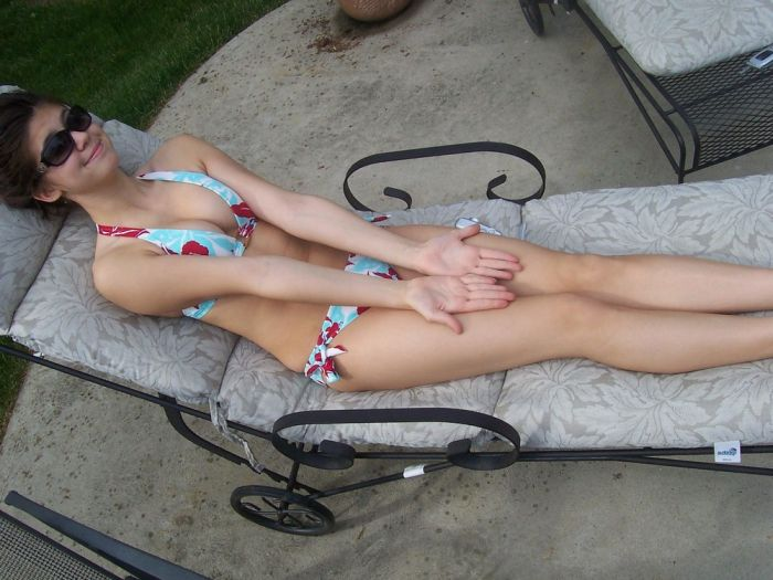 Good Looking Girls In Bikinis That Will Make Your Day Great (33 pics)