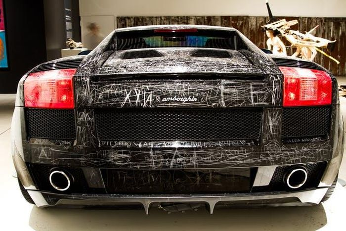 Visitors Can Scratch Anything Into This Lamborghini (3 pics)