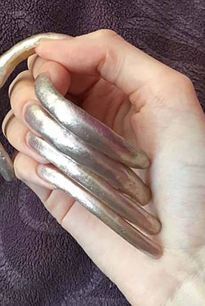 Teen Girl Receives Compliments After Not Cutting Her Nails For 3 Years (21 pics)