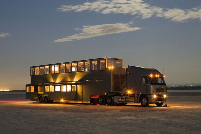 Big Luxury Houses On Wheels (12 pics)