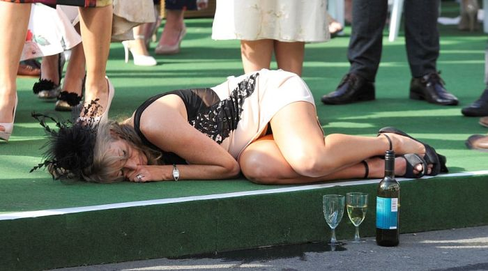 Booze Filled Ladies Day Gets Out Of Control In Aintree (31 pics)