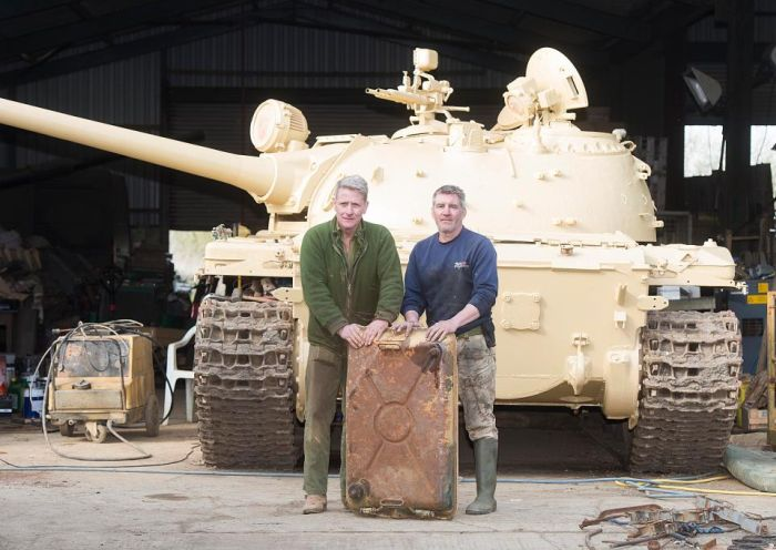 Tank Collector Finds Hidden Gold Bullion (4 pics)