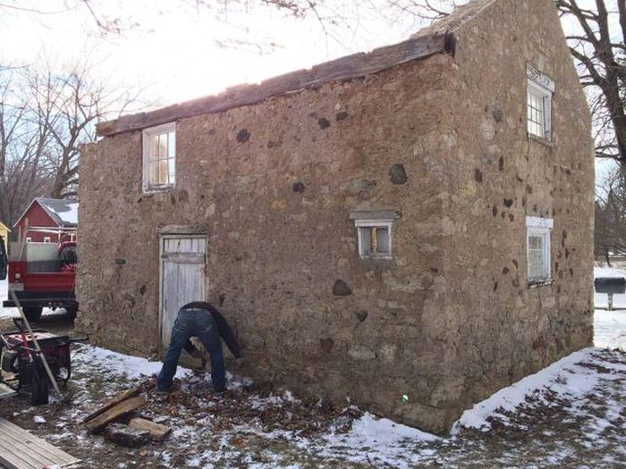 Blacksmith Turns A 200-Year-Old Ruin Into Something Special (20 pics)