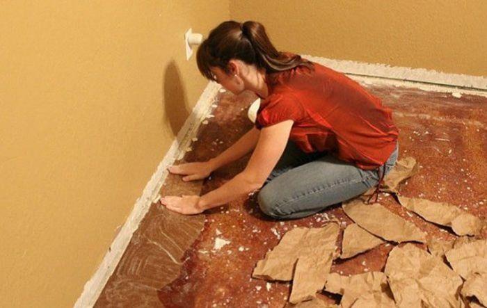 Woman Updates Her Floor Using Ordinary Paper (7 pics)