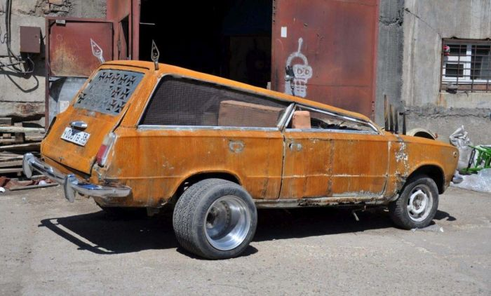 Russian Car Looks Like Something Out Of Mad Max (8 pics)