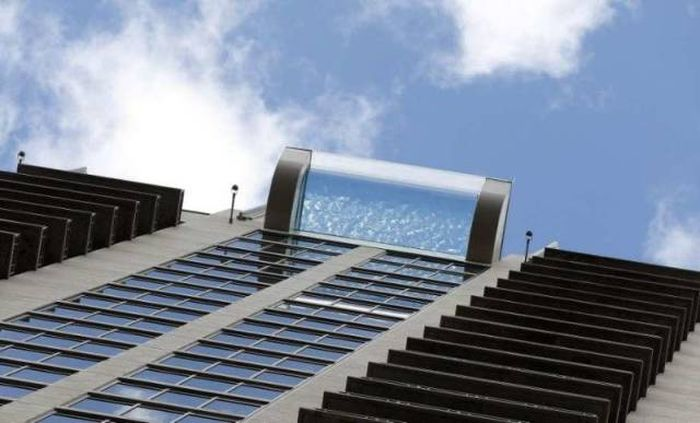 You Can Swim In The Pool In The Sky At Market Square Tower (12 pics + video)