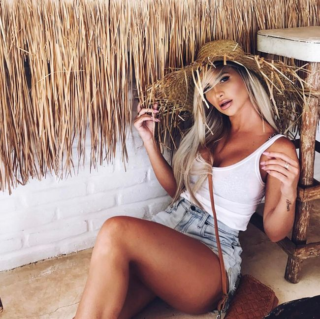 Gorgeous Rosanna Arkle Earns Good Money For Every Instagram Post (22 pics)