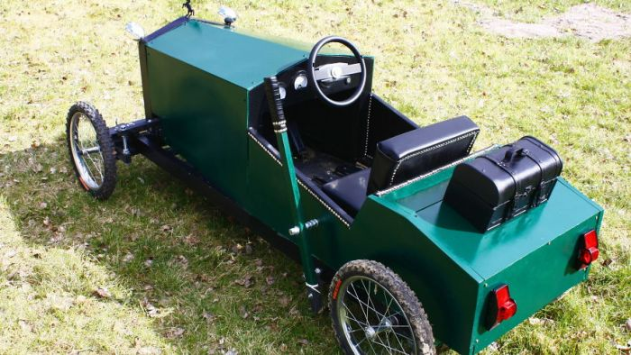 Dad Builds His Son A Vintage Car Replica (7 pics)