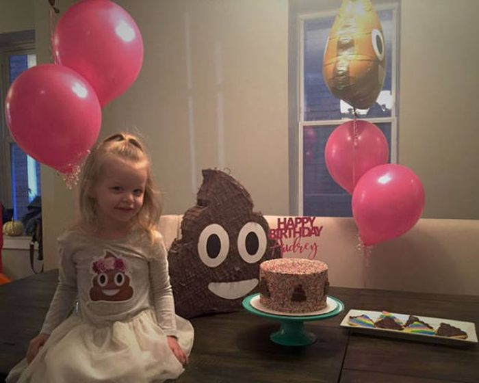 This Little Girl Actually Enjoyed Her Crappy Party (7 pics)