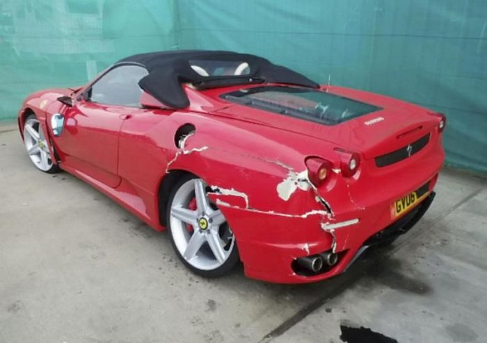 Fake Ferrari Conman Sent To Jail (3 pics)