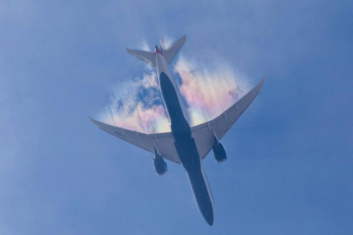 Plane Leaves A Stunning Rainbow Trail In The Sky (4 pics)