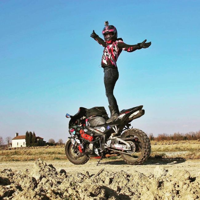 Adventurer Takes Awesome Motorcycle Journey Around The World (10 pics)