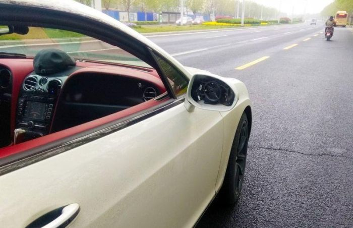 Kid Breaks Down Into Tears After Breaking A Mirror On A Bentley (3 pics)