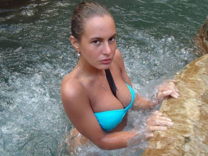 Hot Busty Girls Are A Mouthwatering Sight (58 pics)