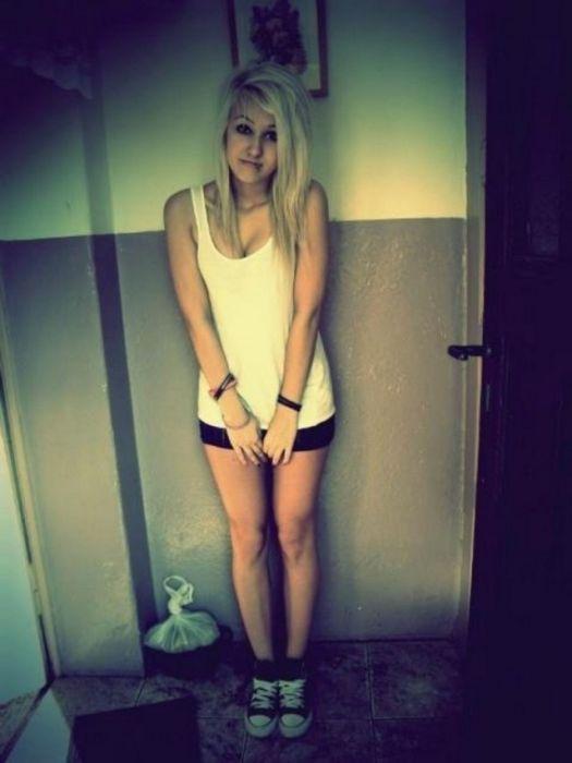 Sexy Polish Girls Taking Selfies (40 pics)