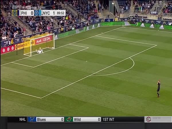 David Villa Scores An Incredible Goal From 50 Yards Away