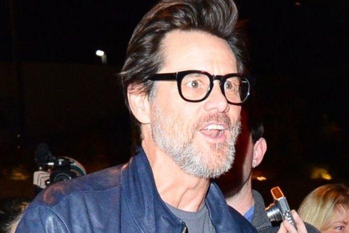 Fans Become Concerned After Jim Carrey Shares Easter Selfie (2 pics)