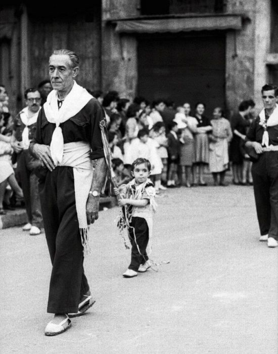 Man Discovers Lost Photos Of Barcelona After Buying An Envelope (35 pics)